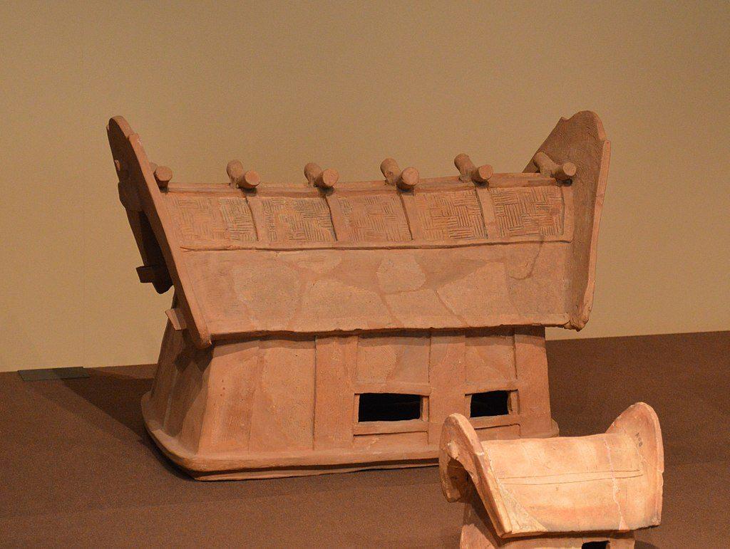 鰹木を有する埴輪(赤堀茶臼山古墳出土)